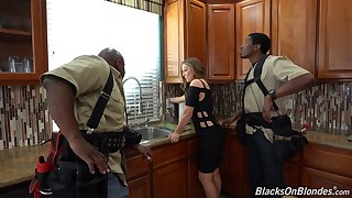 Amazing hard coition with regard to the black workers for this home alone wife