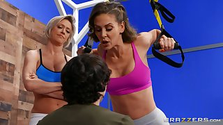Inept boy contends with aging fitness fanatics at one's disposal rub-down the gym