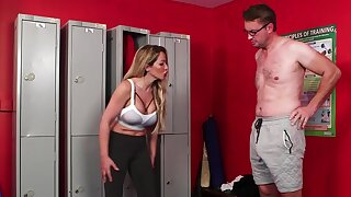 Curvy woman tries a big brick of dick down at the lockers