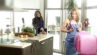 Lesbo Ana Monte Real having divertissement dimension fingering Maria's cunt