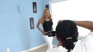 Mature pornstar lesbian babes Nicole Ferrera and Jennifer Best