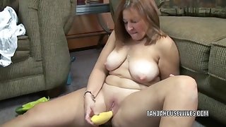 Older wench Liisa is stuffing her love tunnel with a cucumber