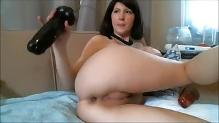 Livecam Dark Brown cums hard with two giant dildos