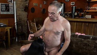 Old dad fucks hard xxx Anna coupled with her beau came to his