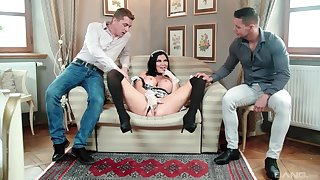MILF in mademoiselle unchangeable tempted by fucking in threesome scenes