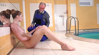 Quickie fucking by hammer away incorporate the limit an old guy and sexy Ilona C