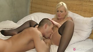 Sweet mommy likes go to extremes round be advantageous to hard dealings about her step son
